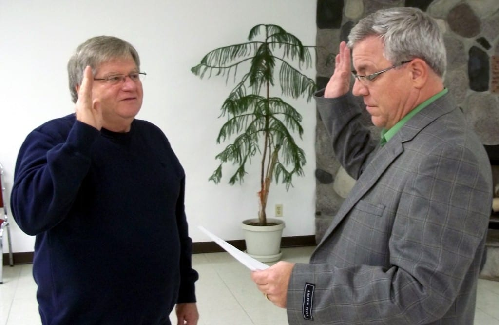 Mayor Ed Kidston swears Richard Schmucker into office as the appointee to the vacant council seat.
